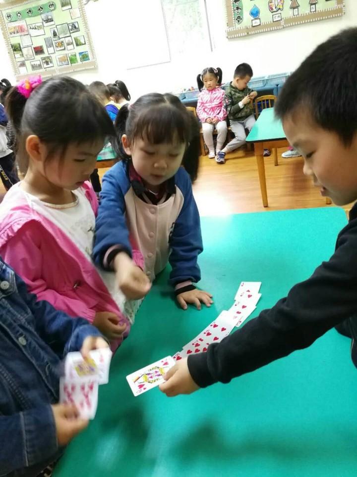 幼儿园扑克牌游戏